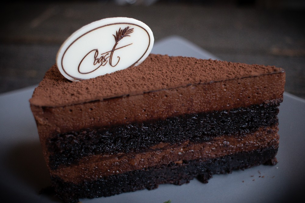 Декор из шоколада на торт овал 25*50 мм (от 200 шт)