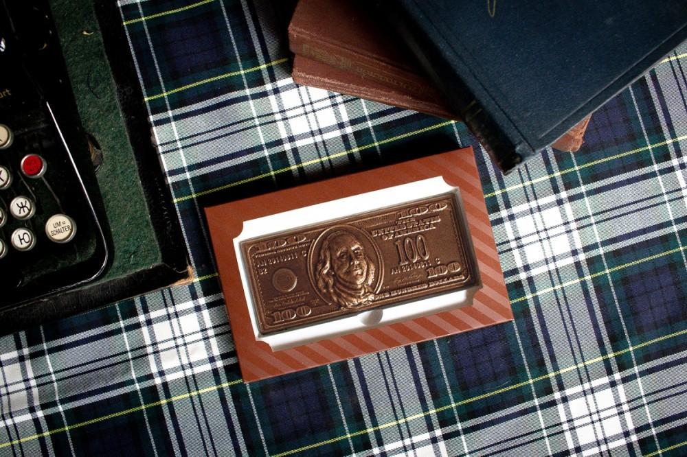 100 долларов - шоколадные деньги