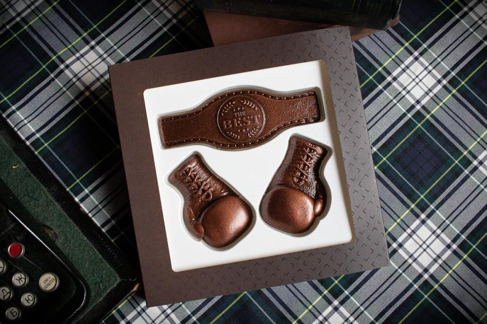 Боксерские перчатки из шоколада