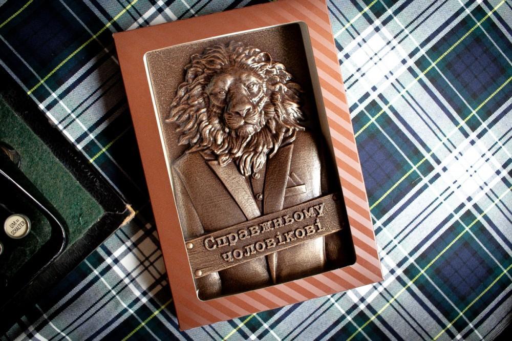 Подарочный шоколад уверенному мужчине