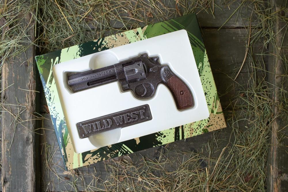 Шоколадный револьвер - подарок из шоколада
