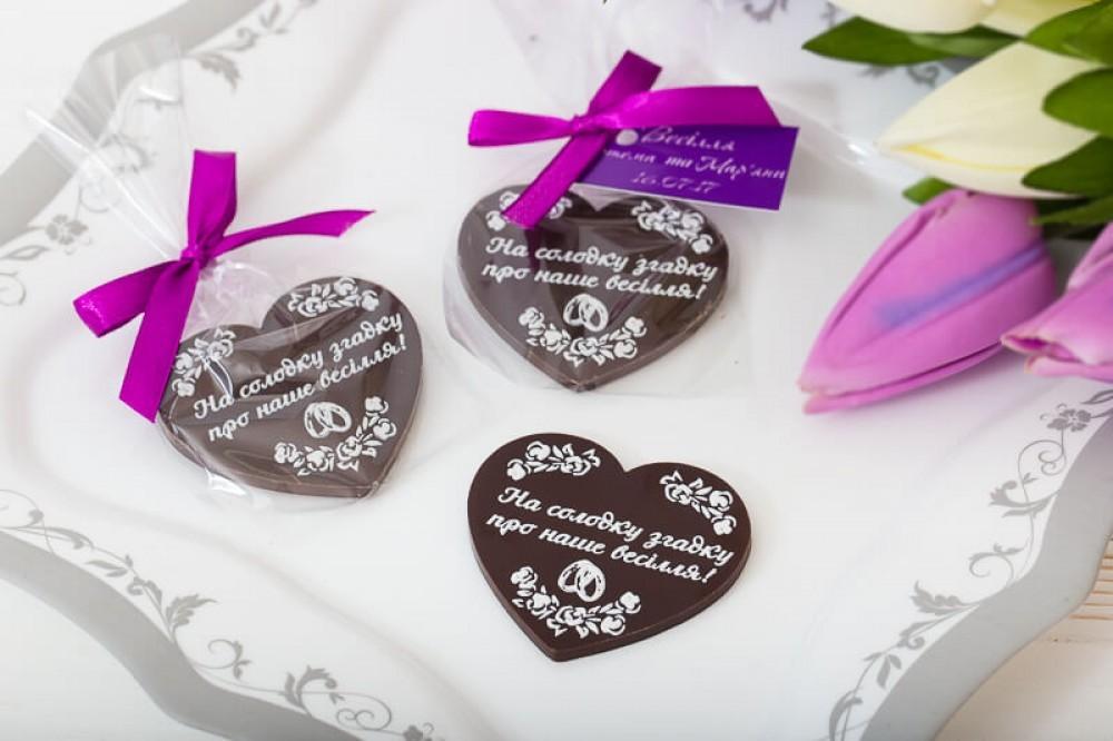Шоколадные сердца гостям на свадьбе