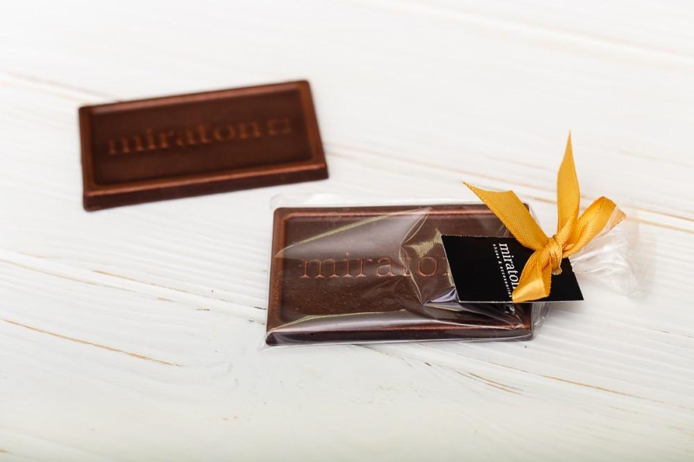 Брендированная шоколадная фигура с логотипом