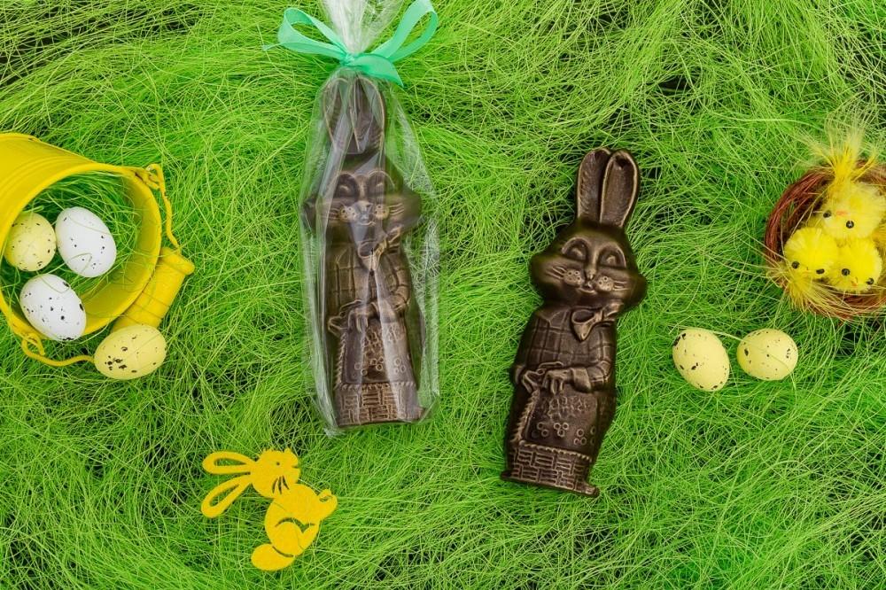 Шоколадный заяц с тростью барельеф