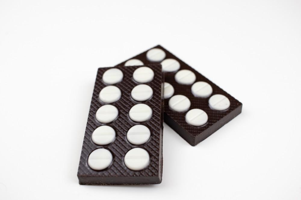 """Набор из шоколада """"Аптечка женщине"""""""