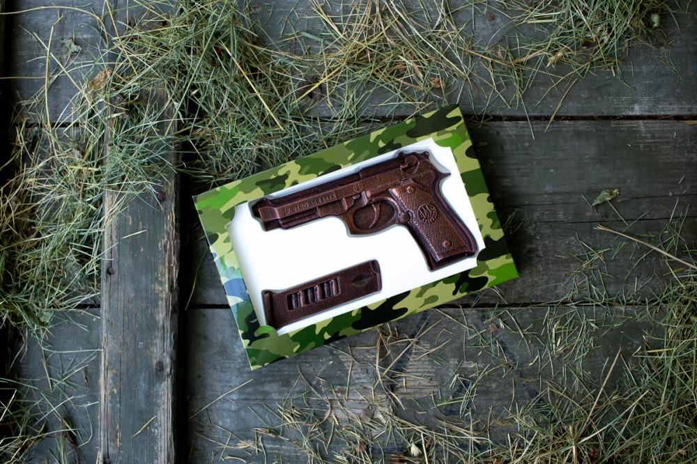 """Подарочный шоколадный набор """"Пистолет-обойма"""""""