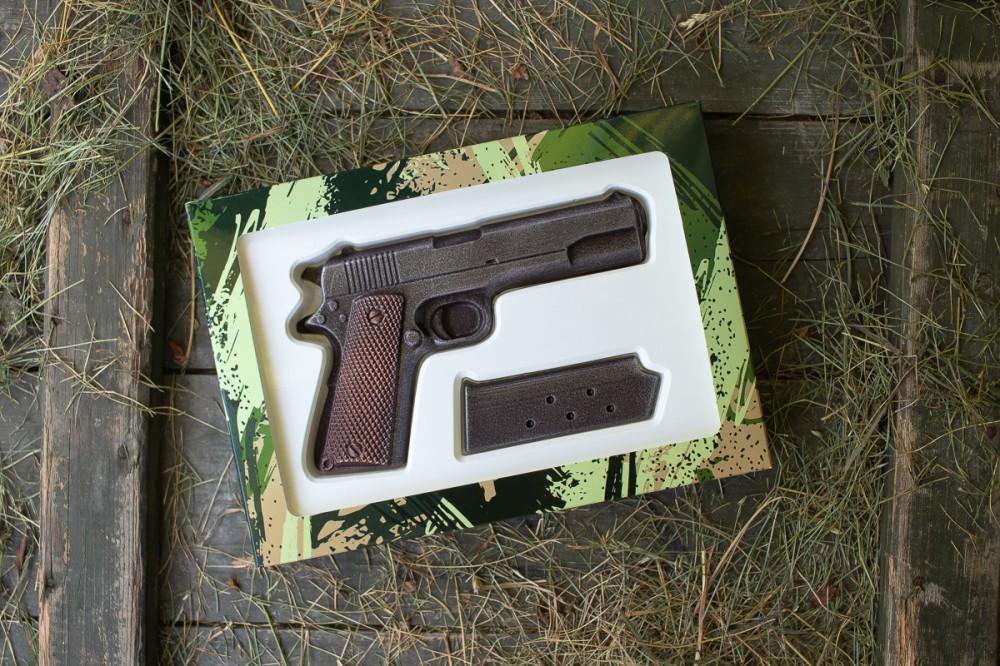 Шоколадный кольт подарок на 14 октября мужчине