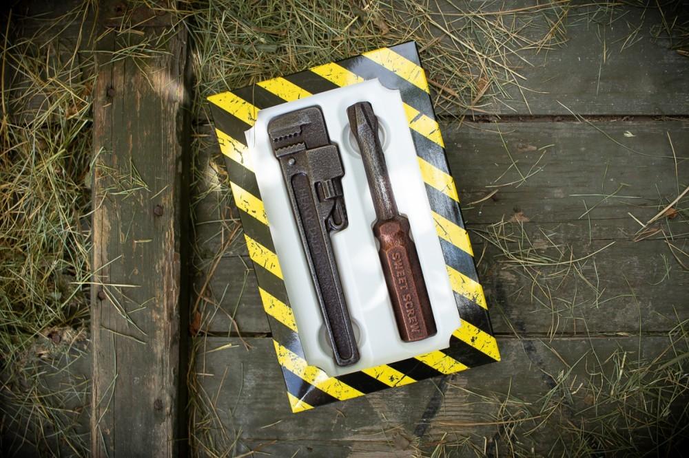 """Шоколад в виде инструментов """"Разводной ключ и отвертка"""""""