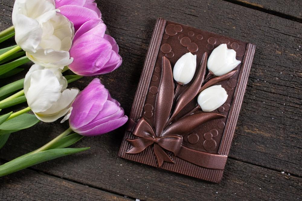 """Подарочный набор шоколада """" Тюльпаны с пожеланием"""""""